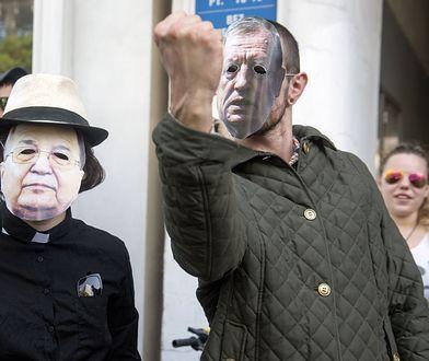Manifestacje odbywają się zwykle przeciwko ojcu Rydzykowi i decyzjom Jana Szyszko. Jutro duchowny i były minister pomaszerują przeciwko PiS