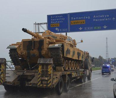 Czołg armii tureckiej w drodze do Syrii