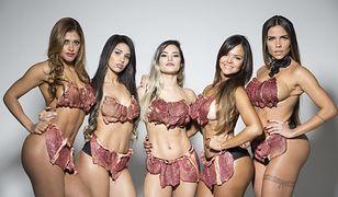 Kandydatki do tytułu Miss Bumbum w bikini wykonanym z mięsa