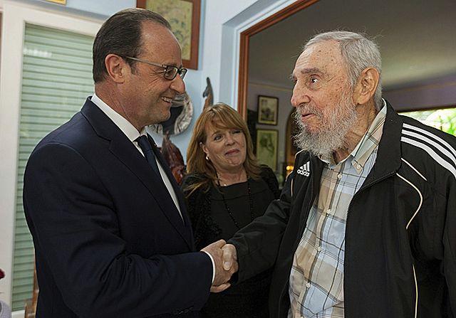 """Historyczna chwila"". Prezydent Francji u Fidela Castro"