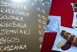 Szaszłyk za 112 zł? Sprawdziliśmy, skąd biorą się ceny na świątecznych jarmarkach