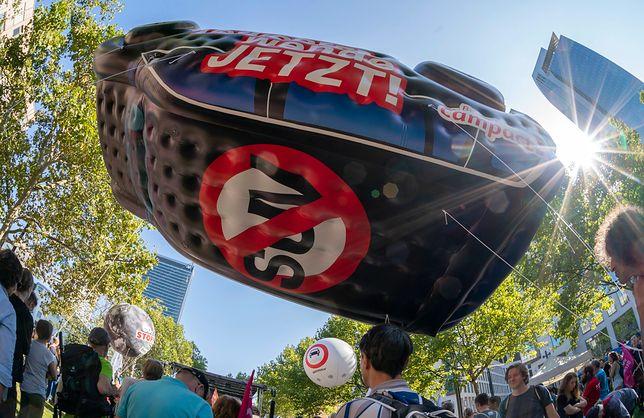 """Niemcy. Protest przed Międzynarodowym Salonem Samochodowym we Frankfurcie. """"Nienawidzę SUV-ów"""""""
