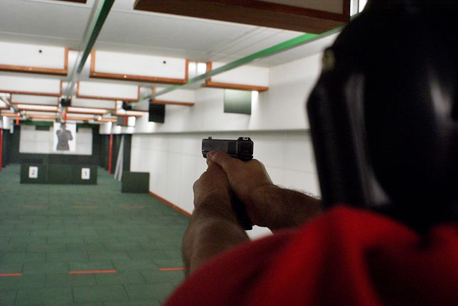 Mężczyzna został zaatakowany przed strzelnicą