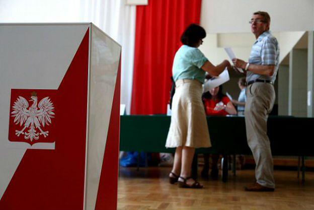 Sensacyjny sondaż. Ekspert: wyborcy głosują na osobowości, nie na partie
