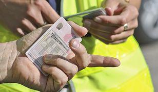 Jeśli przepisy wejdą w życie, mandat za prowadzenie samochodu mimo utraty uprawnień, będzie wynosił 450 zł.