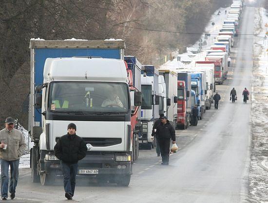 Kolejki tirów do przejść z Ukrainą