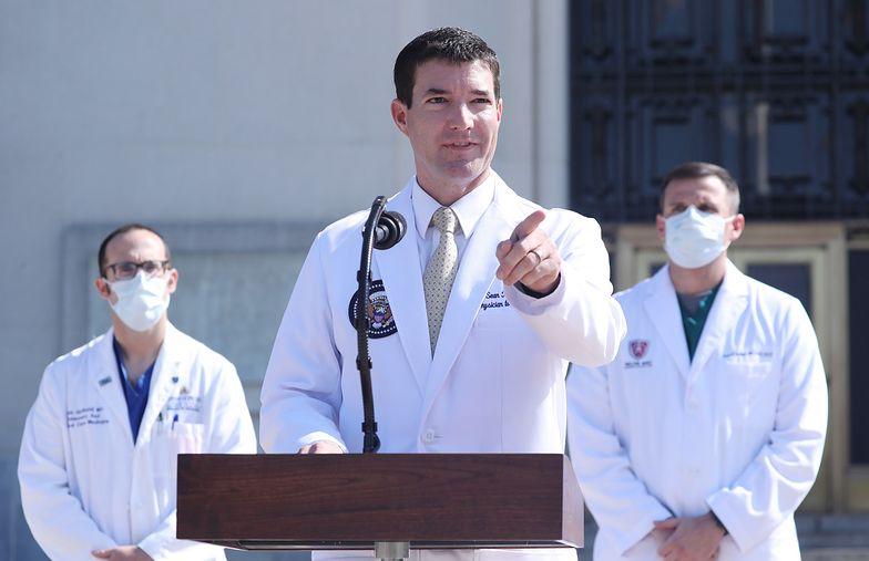 Dr Sean Conley jest na ustach wszystkich. Co wiemy o lekarzu Donalda Trumpa?