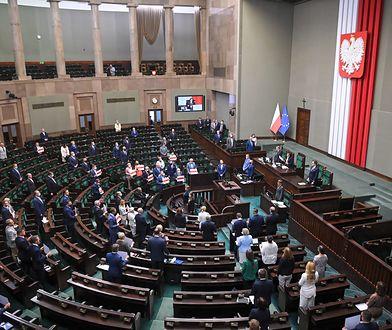 Sejm uchwalił ustawę o podwyżkach dla posłów i urzędników państwowych
