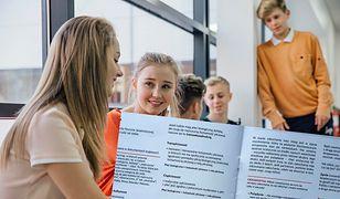"""Broszurka """"ZdrovveLove"""" miała trafić do uczniów, którzy wzięliby udział w specjalnych warsztatach."""