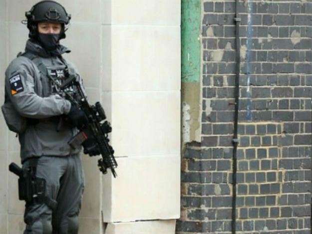 15-latek zatrzymany w Londynie za wspieranie terroryzmu