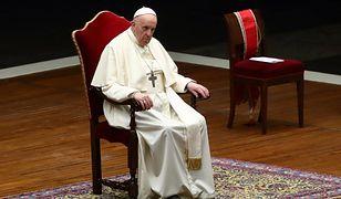 """Papież odprawił mszę w reżimie sanitarnym. Mówił o """"mrocznych czasach pandemii"""""""