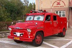 """""""Złomek"""" znany z filmu i serialu """"Auta"""" na wyposażeniu śląskiej straży pożarnej"""