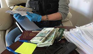 Policja rozbiła mafię mieszkaniową. 14 osób zatrzymano w Trójmieście