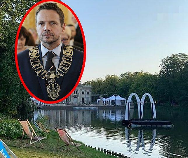 Rafał Trzaskowski oburzony pływającą reklamą McDonald's.