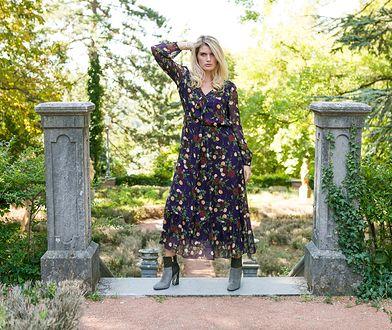 Sukienkę maksi w kwiaty z szyfonu możesz nosić do sandałów, szpilek lub botków