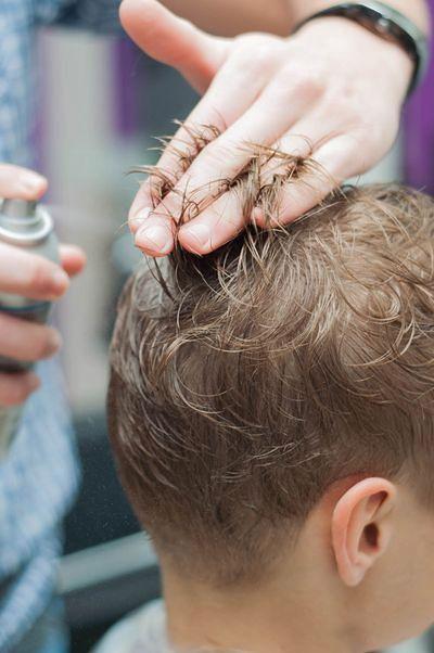 Modelowanie włosów za pomocą okrągłej szczotki