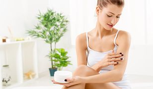 Podstawą w pielęgnacji ciała latem jest używanie kosmetyków nawilżających.