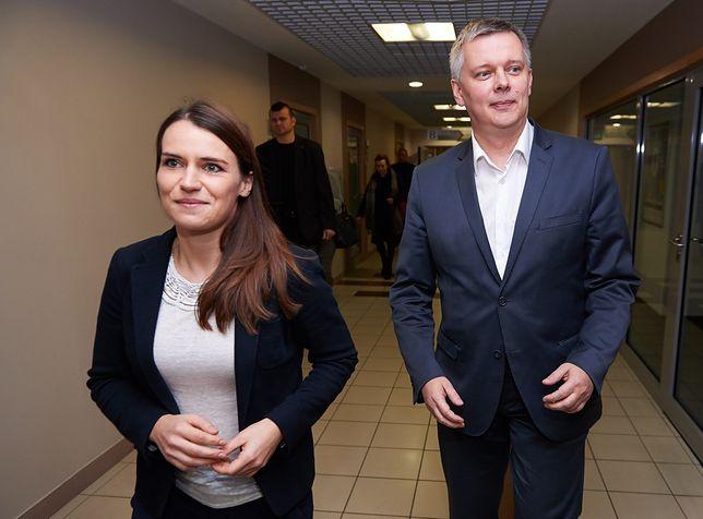 Posłowie PO Agnieszka Pomaska i Tomasz Siemoniak.