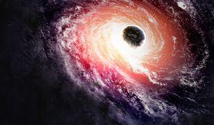 Czarne dziury fascynują.