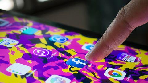 Facebook wciąż traci. Coraz więcej osób usuwa aplikację ze smartfonów