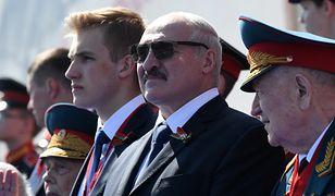 Prezydent Białorusi Alaksandr Łukaszenka z synem Mikołajem podczas parady zwycięstwa na Placu Czerwonym w Moskwie //fot. Alexei Nikolsky