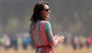 Kate Middleton i historia pewnej sukienki z Bombaju