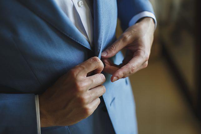 Mężczyźni z brzuszkiem powinni wybierać fasony marynarek zapinanych na 1 lub 2 guziki