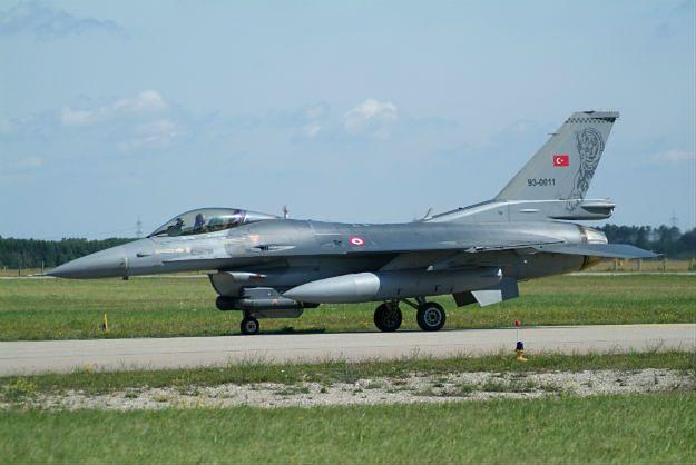 Zmasowane naloty tureckiego lotnictwa na kurdyjskie pozycje w Iraku