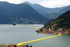 """""""Pływające mola"""" – niezwykła atrakcja we włoskiej Lombardii"""