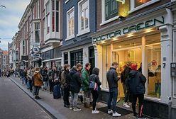 Holendrzy ruszyli do coffee shopów. Przed lokalami utworzyły się długie kolejki