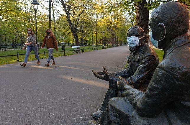 Nakaz zasłaniania ust i nosa. Kto nie musi nosić maseczki ochronnej?