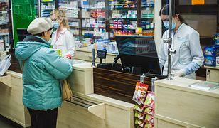 Leki i suplementy na odporność podbijają rynek. Farmaceuta prosi o rozwagę