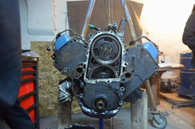 19-latek ze Strzegomia wyremontował wielki silnik i zrobił niezwykły film
