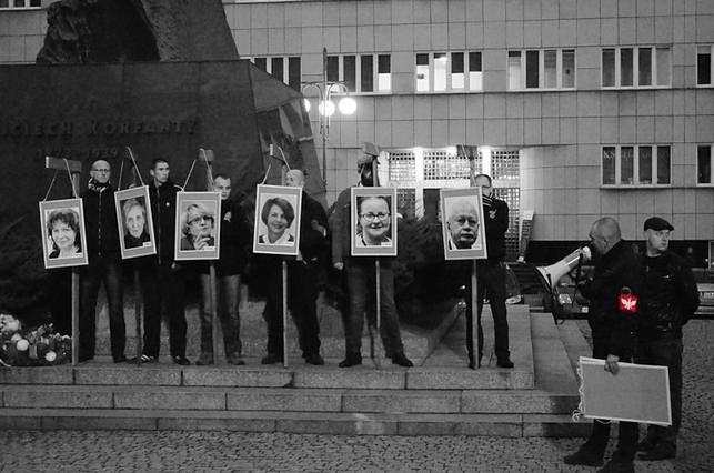 Katowice: jest śledztwo w sprawie szubienic z portretami europosłów PO