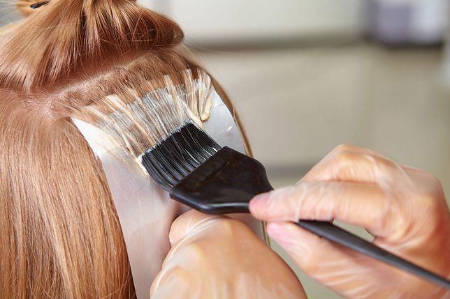 Farbowanie włosów produktami z utleniaczem