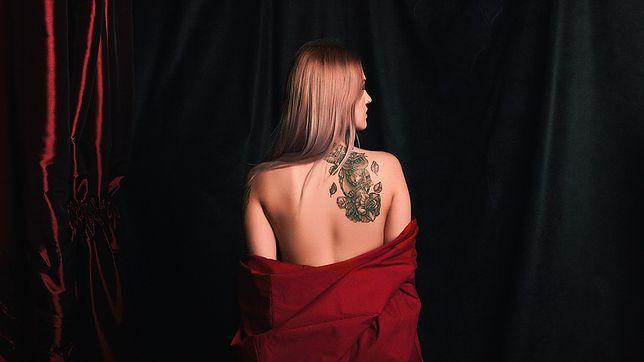 Tatuaże damskie na plecach najczęściej zdobią łopatki i kark