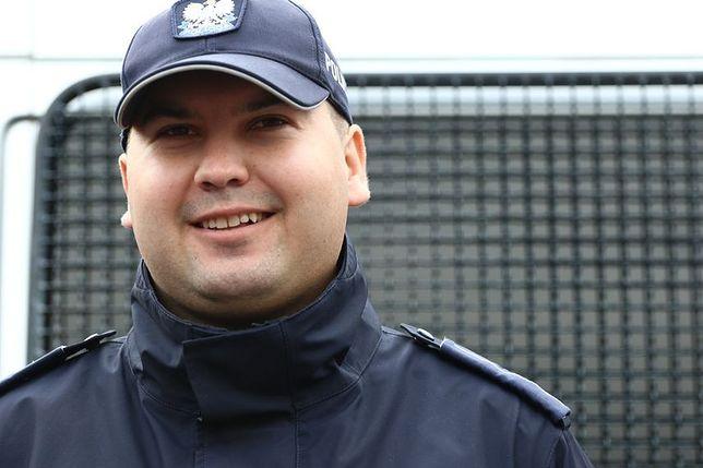 """Rekrutacja """"na Kulsona"""". Tak policja szuka kandydatów do pracy w mundurze"""