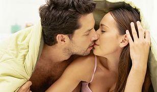 Kobiety są w łóżku bardziej rozproszone od mężczyzn. Dlaczego?