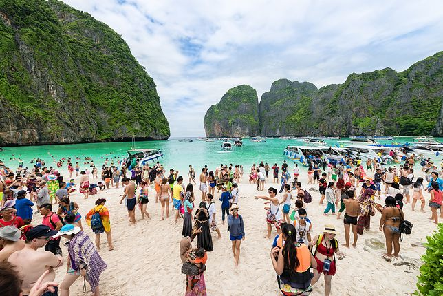 Plaża została tymczasowo zamknięta, aby ochronić przyrodę i umożliwić rafie koralowej regenerację