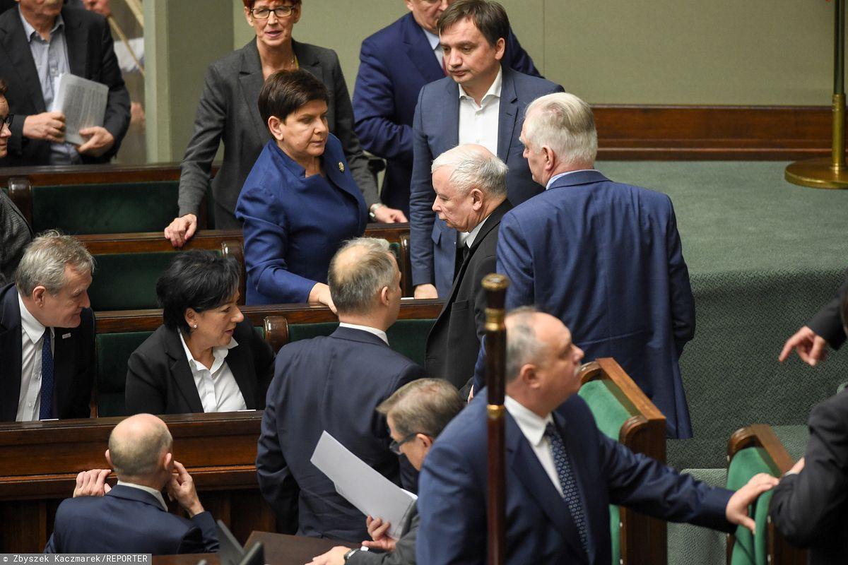 """Wyniki wyborów. Prezydent z prezesem dają sobie czas na """"dopięcie"""" spraw. Nowy Sejm zbierze się dopiero 12 listopada"""