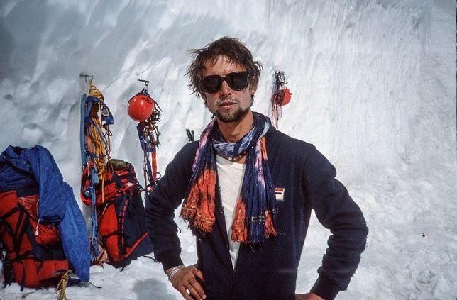 Wojtek Kurtyka podczas zimowej wyprawy Messnera na Czo Oju w 1982 roku.
