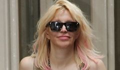 Courtney Love: prosto na dno?