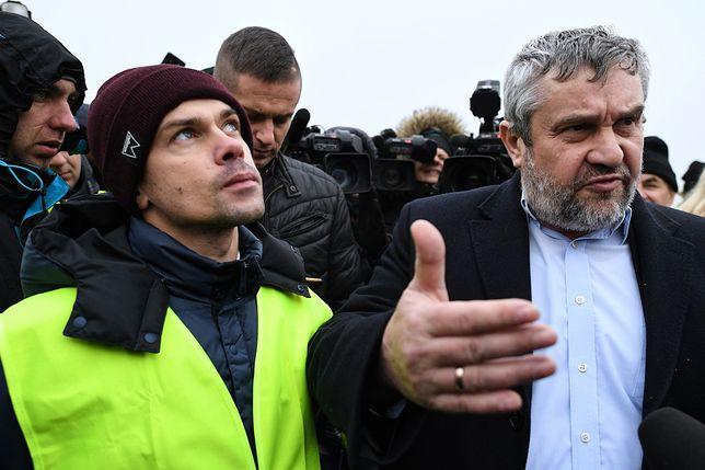 Korki na A2 - z protestującymi rozmawia minister rolnictwa.