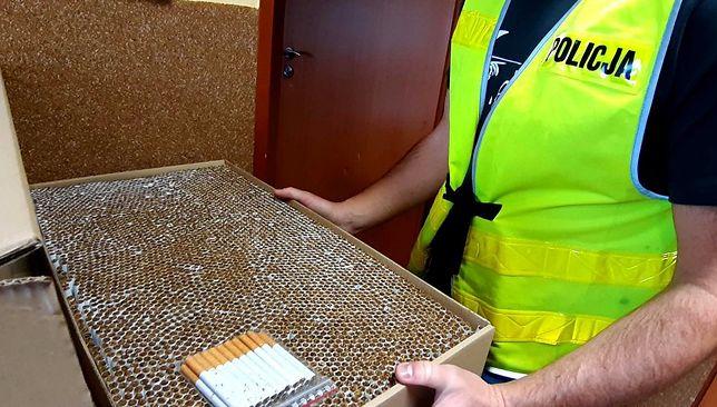 Śląskie. Policja w Tychach przejęła papierosy bez polskich znaków akcyzy.