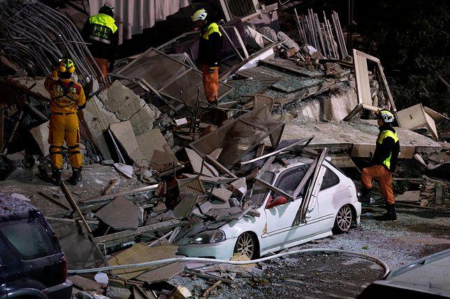 Władze podkreśliły, że pod gruzami wciąż są ludzie, choć trudno podać ich dokładną liczbę