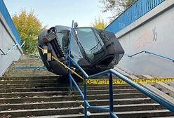 33-latka nie zapanowała nad autem. Land rover w przejściu podziemnym w Olkuszu