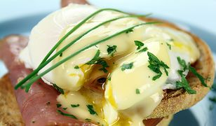 Jajko po benedyktyńsku to świetny pomysł na śniadanie, które na pewno posmakuje każdemu.