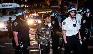 Zamieszki w USA wybuchły tuż po tym, jak 46-letni mężczyzna został uduszony przez policjanta