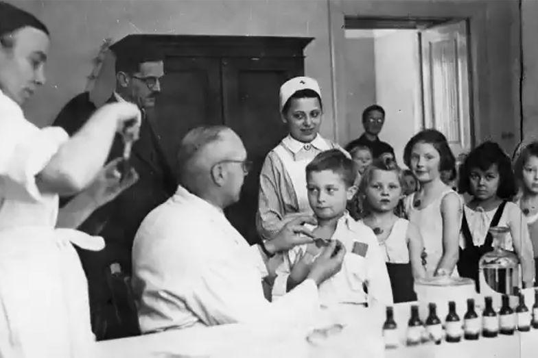 """""""Powodują onanizm i zepsucie moralne"""". Co kiedyś pisano o szczepionkach?"""