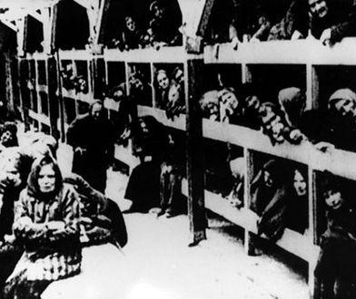 Zabytkowy tramwaj, wieńce, świece w oknach. Dziś Dzień Pamięci o Ofiarach Holokaustu